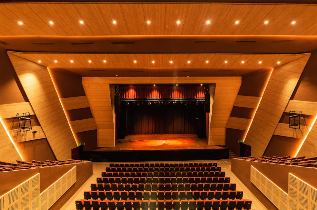 CHAUVET Professional Ovation Provides Theatrical Looks at Colombia's University of Atlántico